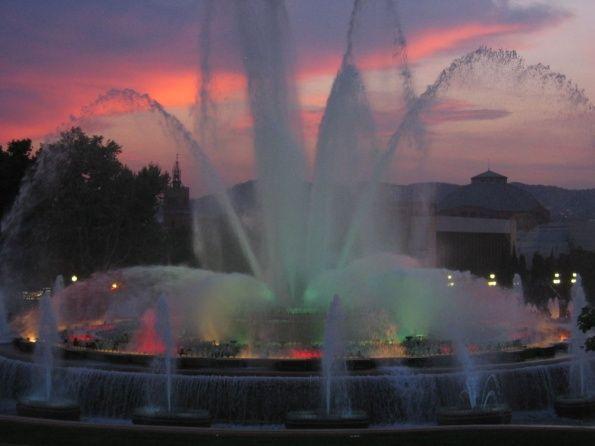 Поющие фонтаны это огромный фонтан