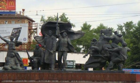 Скульптурная композиция революции